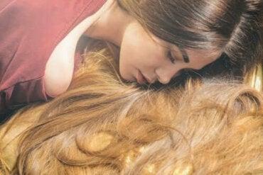 Шест етерични масла ускоряващи растежа на косата