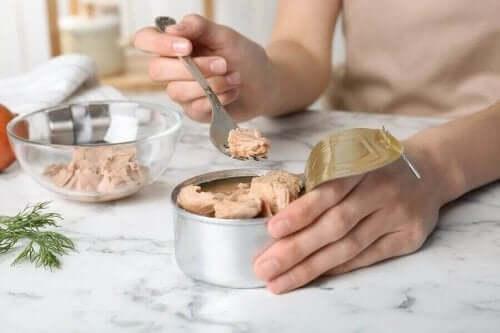 Можете ли да използвате течността от консервите с храна?