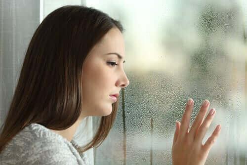 Жена на прозореца