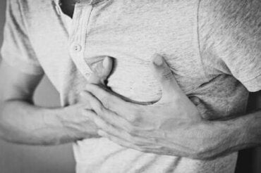 Хроничното хълцане: причини, лечение и последици