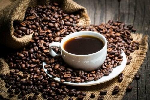 Кофеинът и премахването на мазнините на определени места