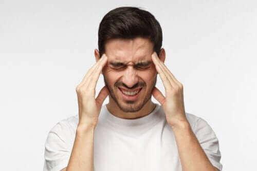 Загубата на съзнание: мъж с главоболие