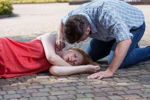 Загубата на съзнание: Защо се случва?