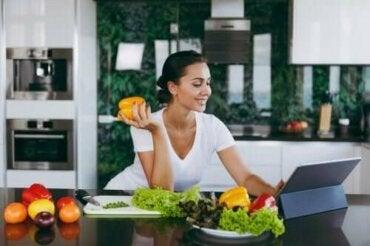 Пропускането на вечерята помага ли за свалянето на килограми?