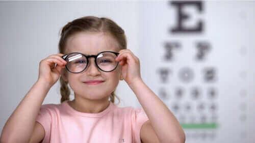 Как да разпознаете астигматизма при децата