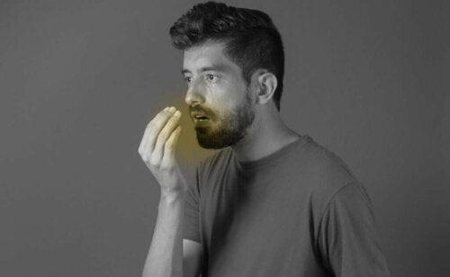 Ползите от кардамона в борбата с лошия дъх