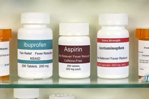 Медицински рафт с лекарства