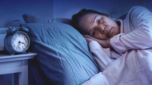 Жена, която страда от безсъние