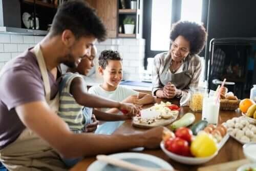 Хранене на детето през лятото - готвене с децата