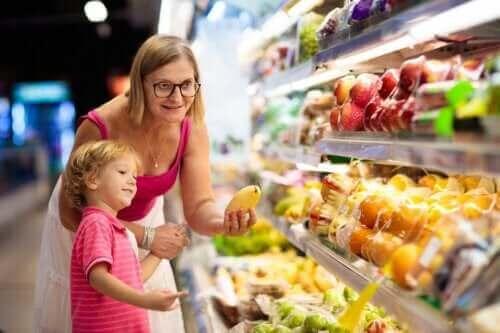 7 съвета как да храните пълноценно детето през лятото