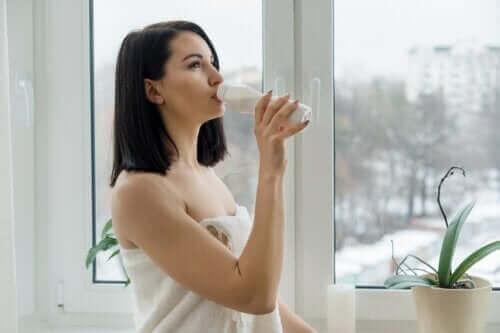 Консумацията на кисело мляко при диария: дали е подходяща?
