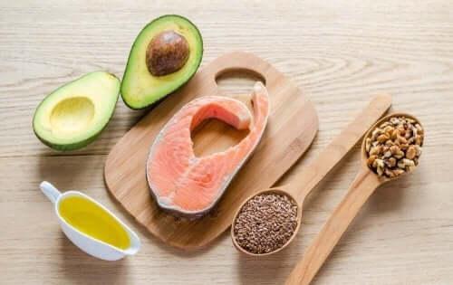 Авокадо, риба и семена