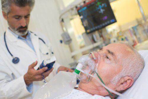 Пациент получава кислород