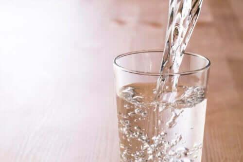 Приемът вода от детето е важен.