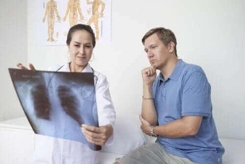 Плеврит: Симптоми, причини и лечение