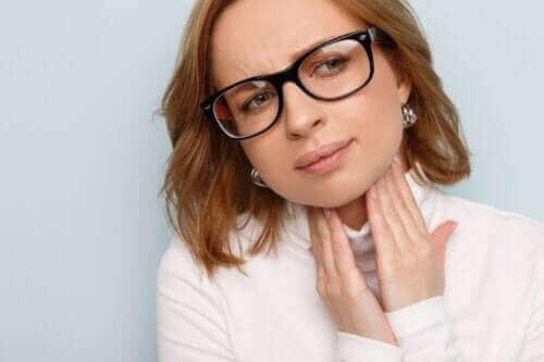 Възпалени гласни струни: причини, симптоми и лечение