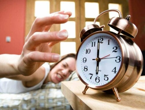 Жена ядосано изключва алармата