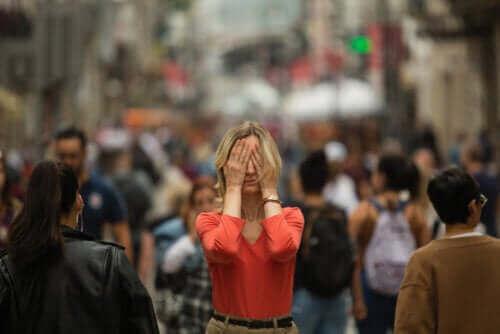 Какви са симптомите на агорафобия?