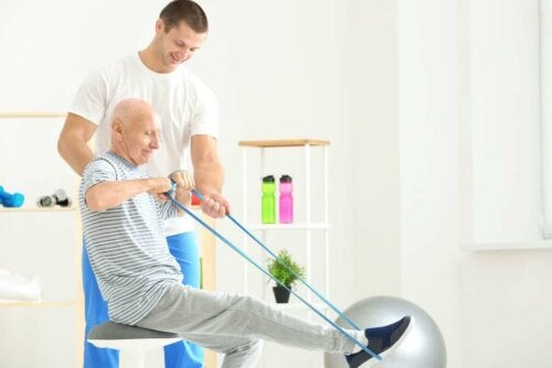 Упражнения за укрепване на гърба с ластична лента
