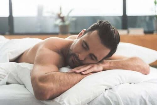 Какво влияе на съня ви: Мъж, който спи добре