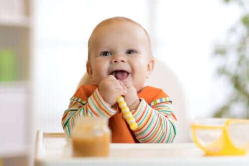 Отбиването на бебето: как да започнете захранването