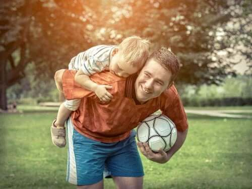 Влиянието на физическите упражнения: мъж носи момче на гърб си