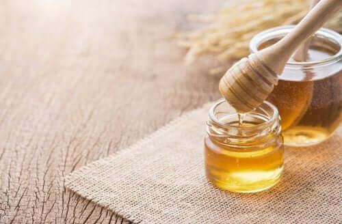 3 домашни лечения с мед за здравето на дихателната система