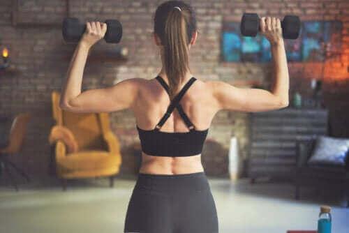 Най-добрите упражнения за гръб с гирички