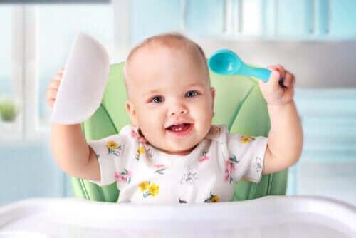 Всичко за захранването с твърда храна на бебетата